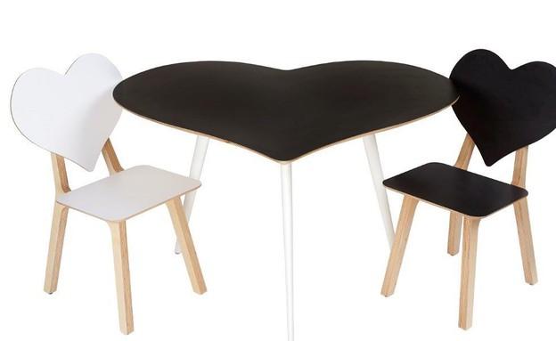 שולחן אוכל עם כסאות - שירנקה לקסטיאל אז איז  (צילום: ענבל מרמרי)