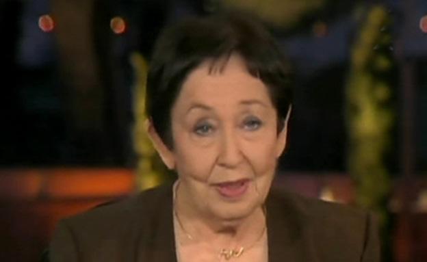 """הד""""ר מינה צמח עם ההסברים לחריגות במדגם (צילום: חדשות 2)"""