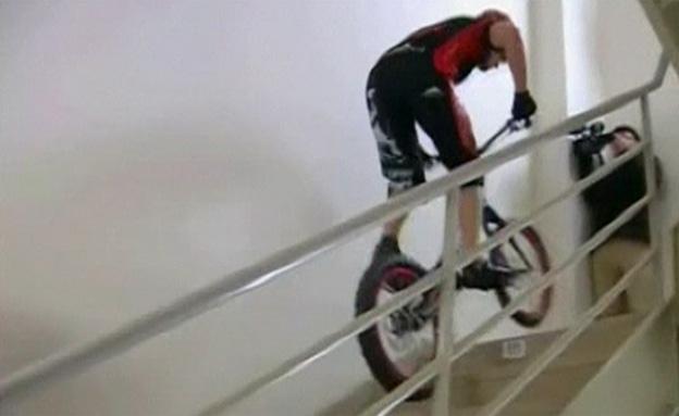 צפו בספורטאי הפולני מטפס