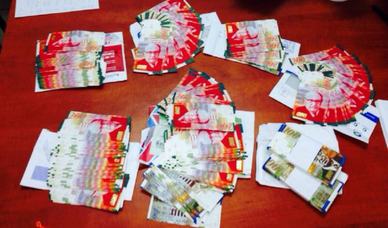שטרות 200 מזויפים (צילום: דוברות חטיבת המשטרה)