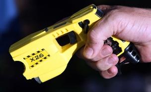 כלי ההרג. אקדח טייזר (צילום: רויטרס)