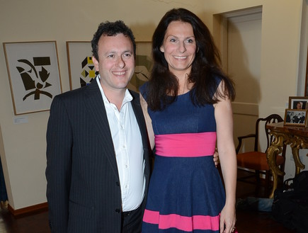 השגריר הבריטי מתיו גולד ורעייתו סיליה קלארקס תצוגה