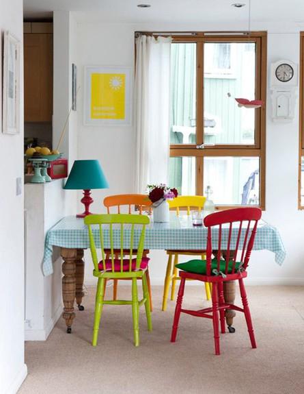פינות אוכל, כיסא זהה צבע שונה (צילום: esign_Sponge)