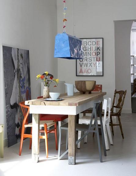 פינות אוכל, כיסאות בגוונים שקטים (צילום: vt_wonen)