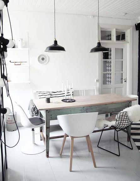 פינות אוכל, כיסאות בטקסטורה שונה (צילום: basic_label)