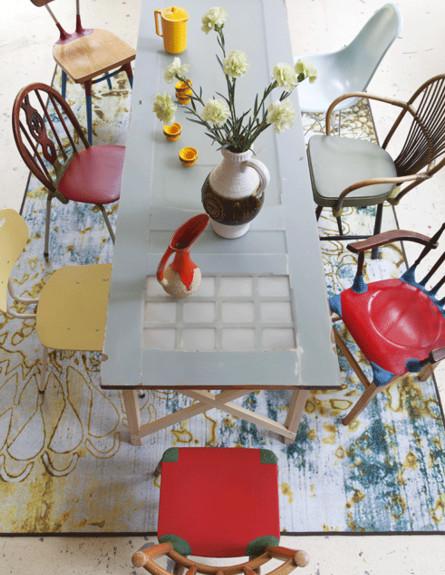 פינות אוכל, כיסאות מחומרים וסגנונות שונים (צילום: vtwonen)