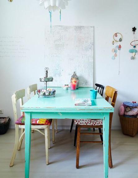 פינות אוכל, כיסאות מחומרים שונים  (צילום: Shanti_)