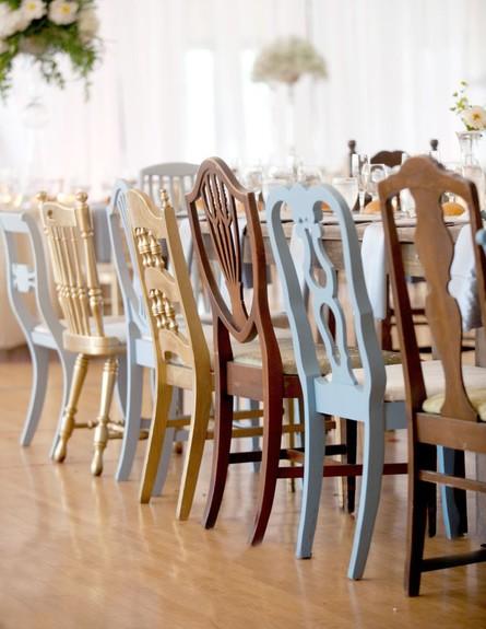 פינות אוכל, כיסאות מעץ בגוונים שונים
