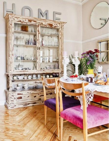 פינות אוכל, כיסאות עץ בריפודים שונים  (צילום: Interiur_Wensen)
