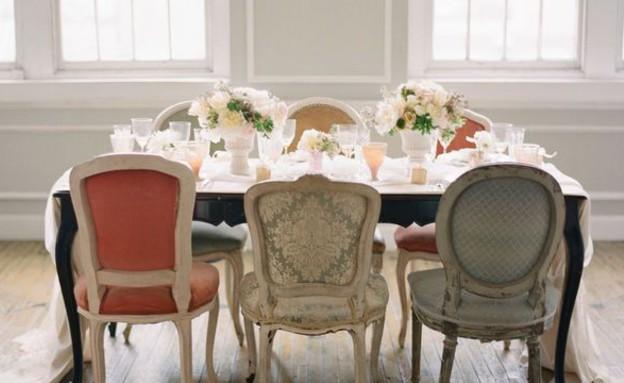 פינות אוכל, כיסאות שונים באותו סגנון (צילום: style_me_pretty)