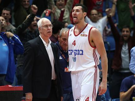 צפו בניצחון של ירושלים (אלן שיבר) (צילום: ספורט 5)