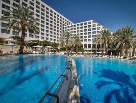 למרות שנמצאו 10 עובדים שחלו בקורונה - במלון המשיכו לקבל אורחים