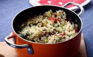 אורז חגיגי עם עגבניות מיובשות וצנוברים (צילום: אפיק גבאי, אוכל טוב)