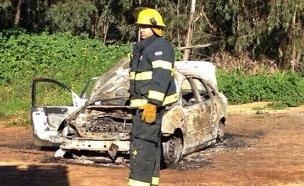 כלי הרכב השרוף, ארכיון (צילום: משטרת מחוז שרון)