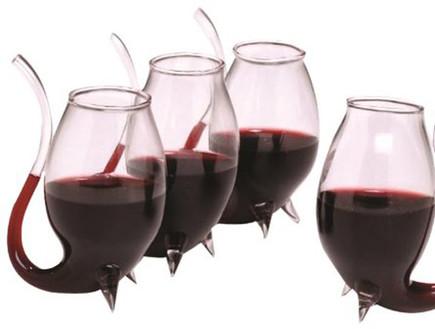 החמישייה 31.3, כוס יין עם קש, צילום אמזון