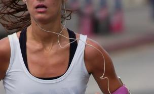 אישה רצה (צילום: אימג'בנק / Thinkstock)