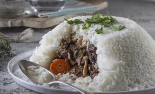 תבשיל בקר בפטריות ויין אדום בכיפת אורז (צילום: אנטולי מיכאלו, אוכל טוב)