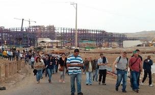 עובדי המפעל בצעדת המחאה, היום