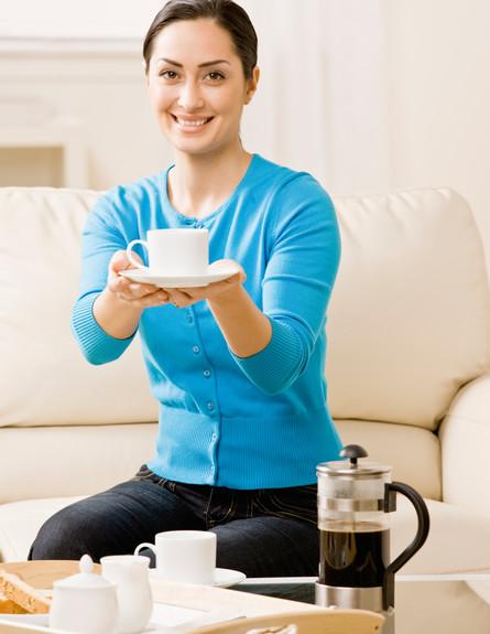 מנהגי אירוח, קפה הוא רמז דק שהערב נגמר (צילום: Thinkstock)