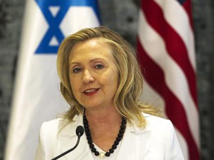 קלינטון באחד מביקוריה בישראל