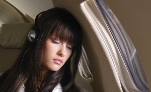 נוסעים במטוס (צילום: אימג'בנק / Thinkstock)