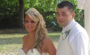 ליזה דיוויס בחתונתה (צילום: PA Real life fearures)