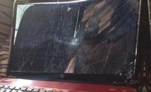 שבר את המחשב (צילום: הטוויטר של DenzelMichaelUk)