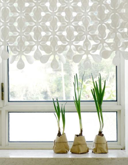 חדרי שינה 05, וילון של Mopu.co,il העשוי מפרחים שזורים בעבודת יד