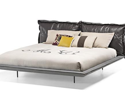 חדרי שינה 03, מיטה עם כריות גב מרופדות ענקיות של Cattelan Italia