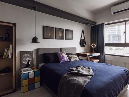 דירות רווקים 02, לא הרשה להורים לבקר בדירה