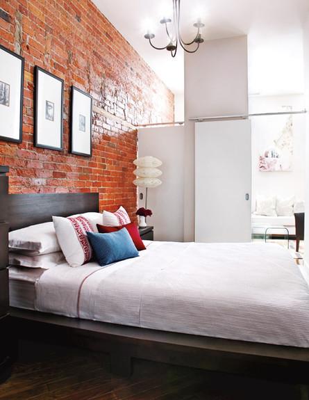 דירות רווקים 07, שתי דלתות להפרדת חדר השינה