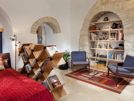 דירות רווקים 09, שטיחים ורהיטים חוצצים מחלקים את ה