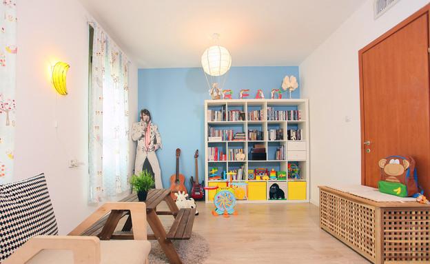 הדירה של ימית וישראל, קיר כחול (צילום: אבישי פינקלשטיין)