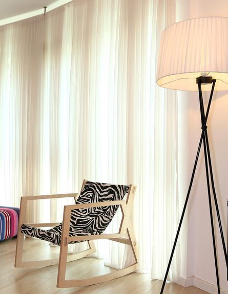 הדירה של ימית וישראל, מנורה (צילום: אבישי פינקלשטיין)