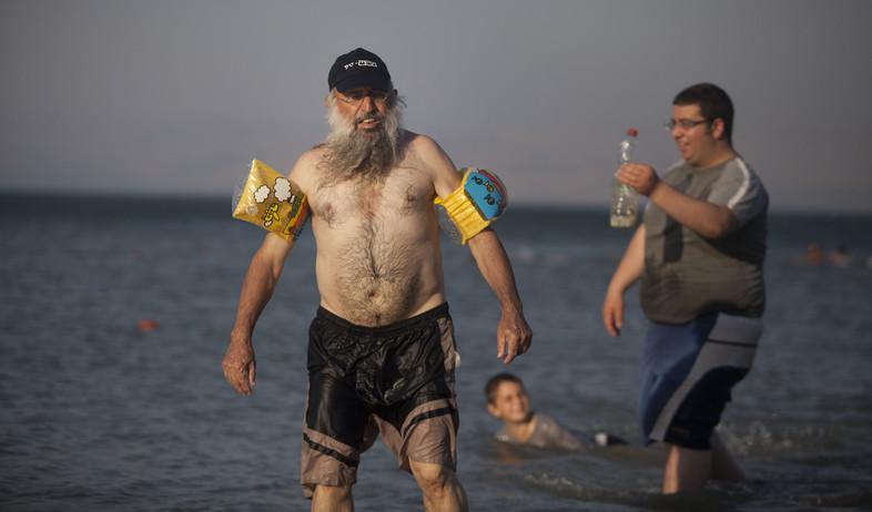 רוחצים בכנרת (צילום: Lior Mizrahi, GettyImages IL)