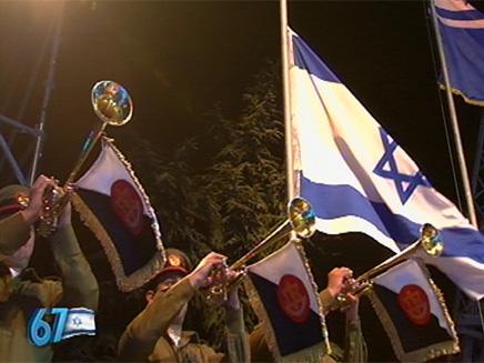 הדגל הועלה לראש התורן