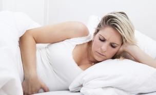 לאישה כואבת הבטן (צילום: אימג'בנק / Thinkstock)