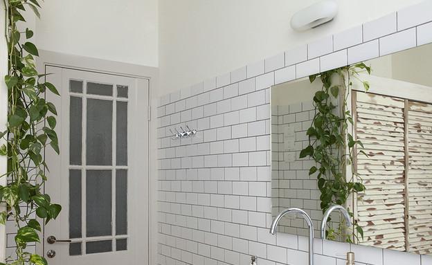 קרן אשד, אמבטיה  (צילום: הגר דופלט)
