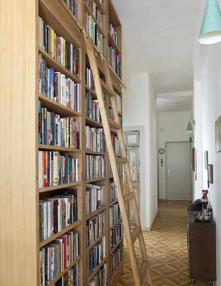 קרן אשד, ספרייה גובה (צילום: הגר דופלט)