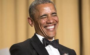 אובמה שולח עקיצות מחוייכות (צילום: רויטרס)