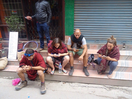 דרישת שלום מהתרמילאים בנפאל (צילום: דפנה אטינג)