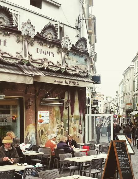 בית קפה טיפוסי באנטיב (צילום: ירון רוולסצ'י)