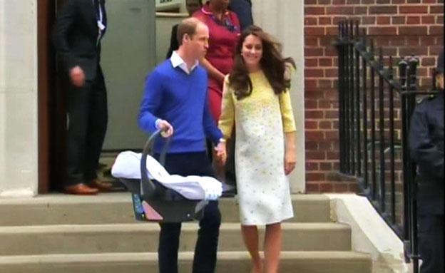 הזוג המלכותי עוזב את בית החולים (צילום: רויטרס)