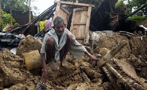 שרד יותר משבוע מתחת להריסות. הנפאלי בן ה-101 (צילום: רויטרס)