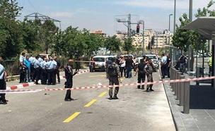 """זירת ניסיון הפיגוע, הבוקר (צילום: שחר אלחייני וליאור שרבף - סוכנות הידיעות """"חדשות 24)"""