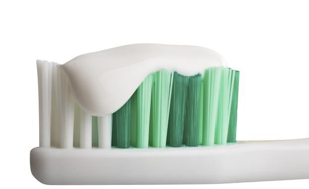 שמן קוקוס,  מברשת שיניים (צילום: thinkstock)