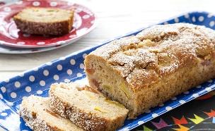 עוגת נקטרינות בחושה (צילום: אסף אמברם, אוכל טוב)