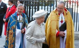 ממתינה לממשלה. המלכה אליזבת' (צילום: רויטרס)