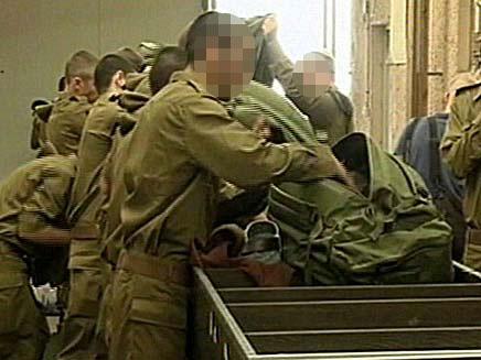 חיילים בשרשרת החיול (צילום: חדשות 2)