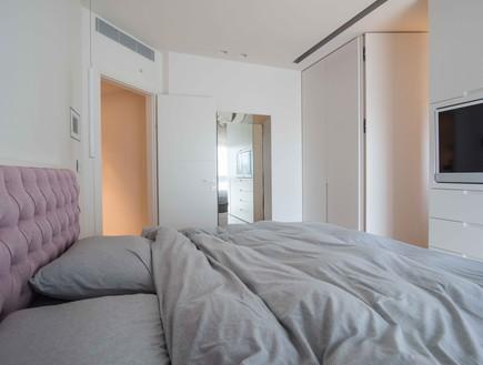דירה במגדל דבליו, חדר שינה  הטלוויזיה מוקמה בארון